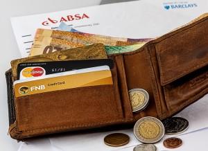 Bancos e cartões lideram as dívidas entres os consumidores jovens