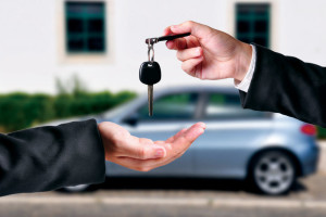 A crise no mercado de automóveis sinaliza um bom momento para você comprar um carro seminovo