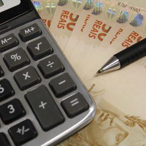Juros altos, corte ao crédito e inflação – a equação que afeta o consumo dos brasileiros 6