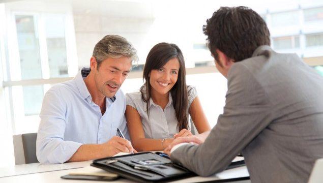 É melhor contratar empréstimo no banco ou financeira?